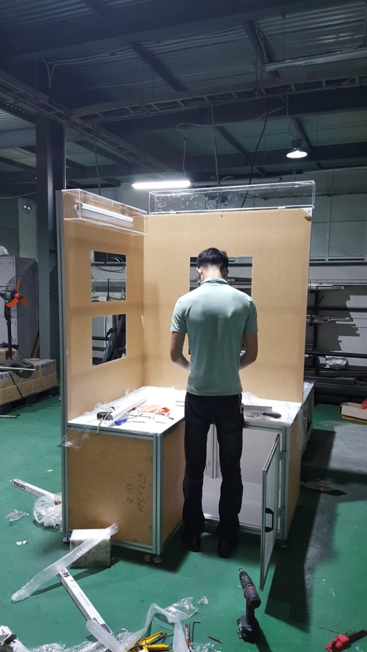 bàn trưng bày sản phẩm công nghiệp - 1