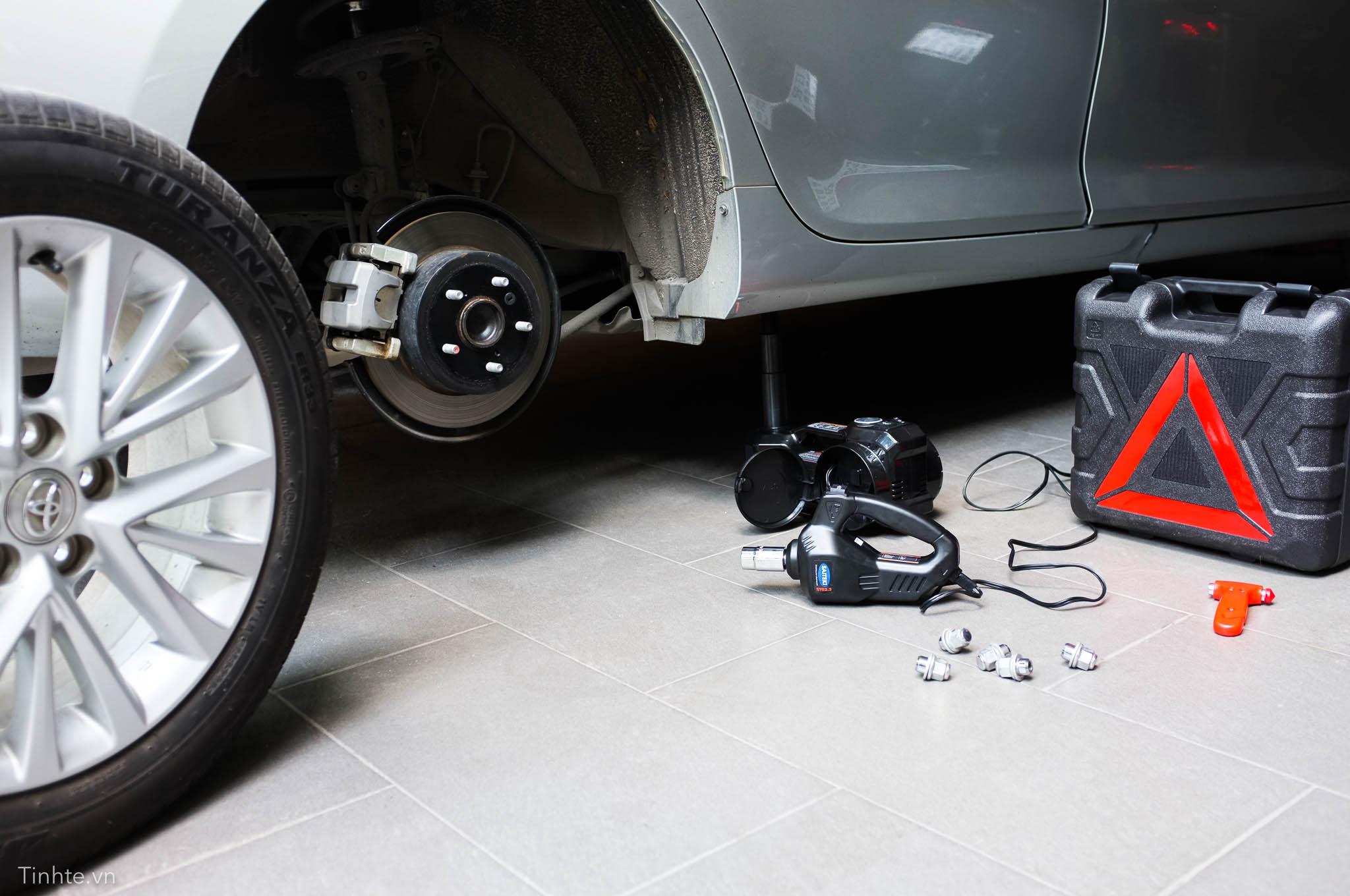 kích xe ô tô bằng điện